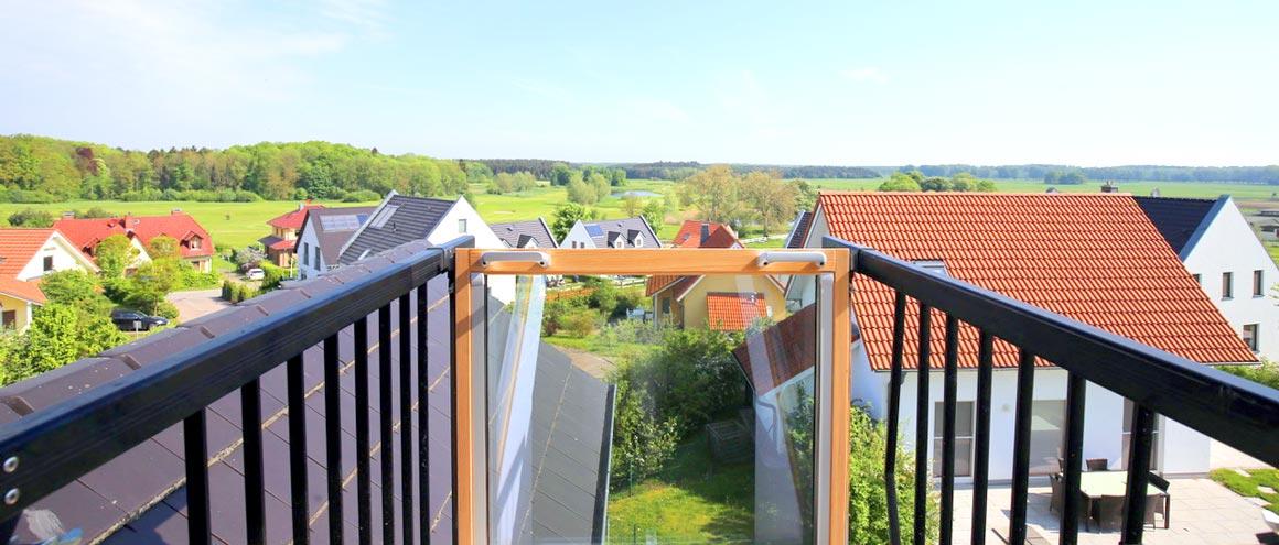 Blick über den Schlossgolfplatz in Göhren-Lebbin im Sommer 2017 von der Ferienwohnung Villa Hügel